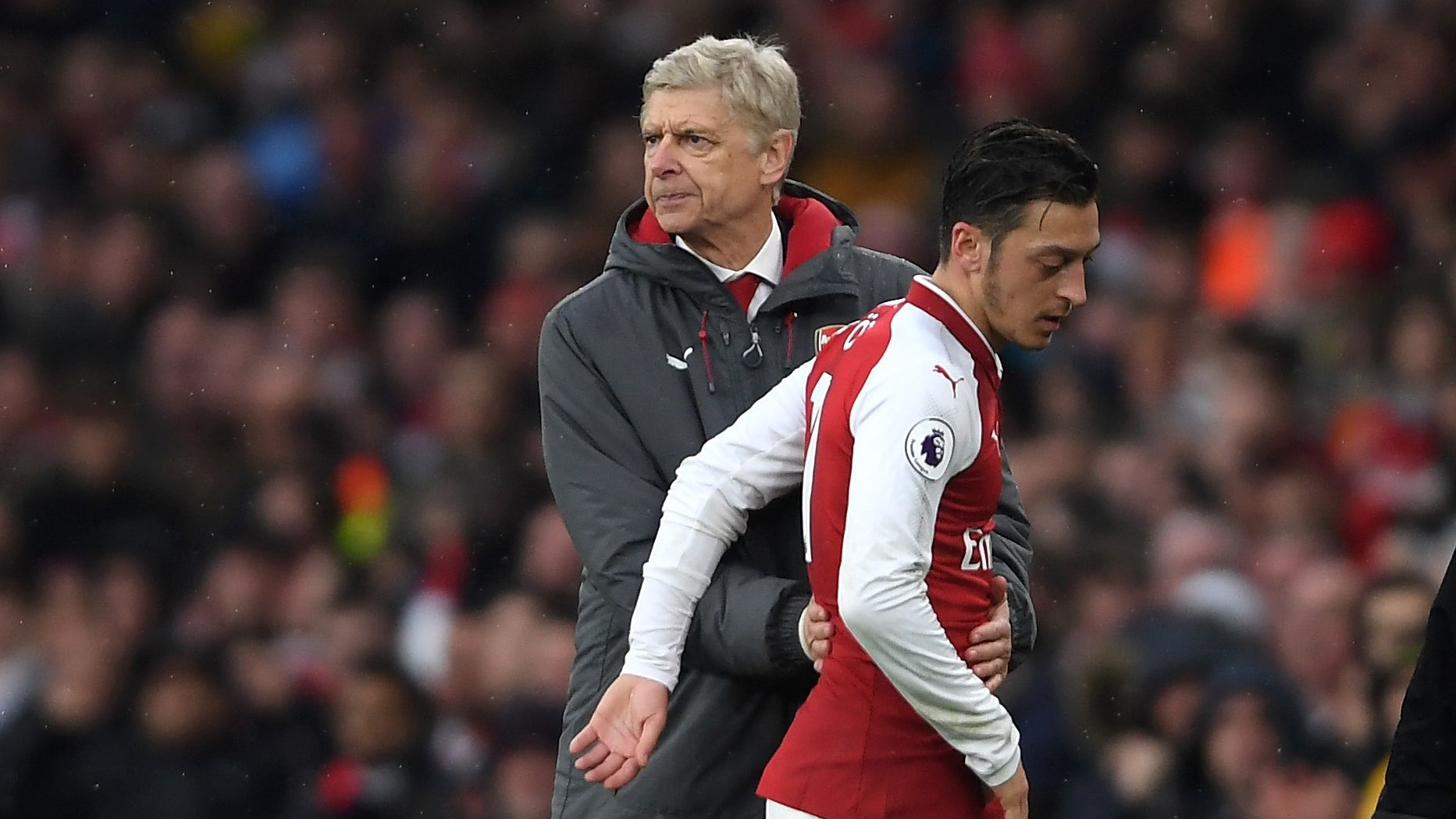 Sanchez, Ozil won't leave in January - Wenger