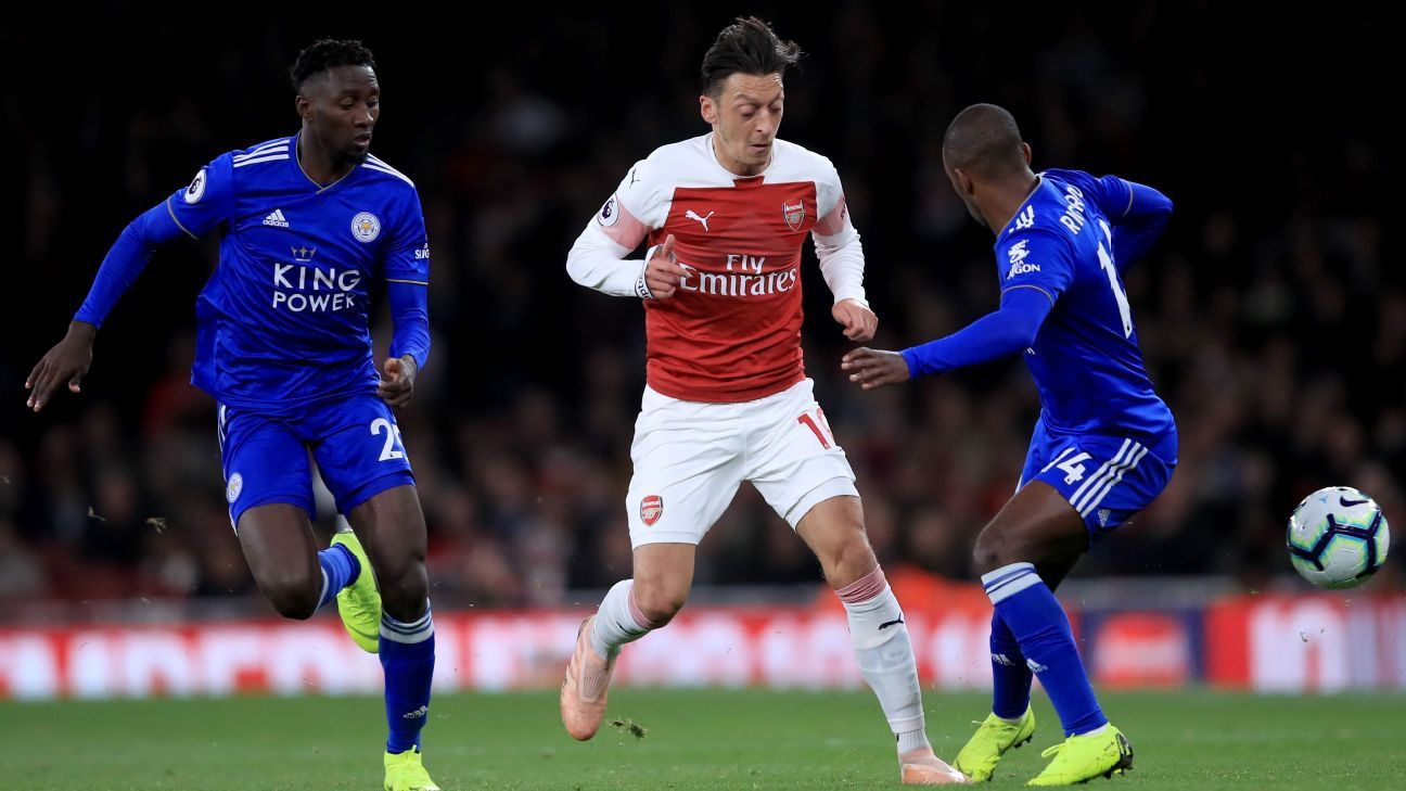 Unai Emery backs Mesut Ozil and Arsenal to continue on with 'sexy football' every day