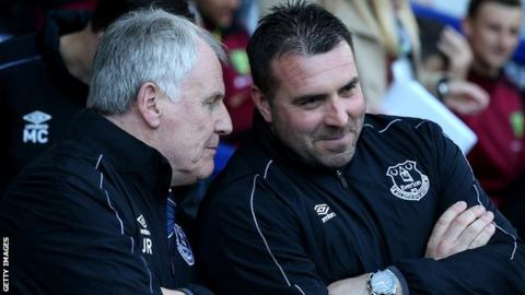 Royle leaves Everton backroom role
