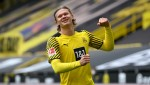 Boy invades pitch for Erling Haaland's autograph during Borussia Dortmund friendly